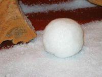 Sztuczny śnieg drobny, sztuczna kulka śniegowa.